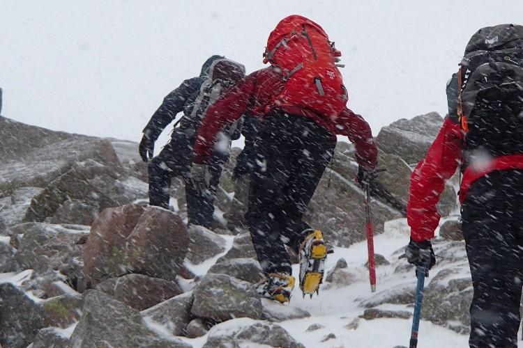 Winter scrambling ropework